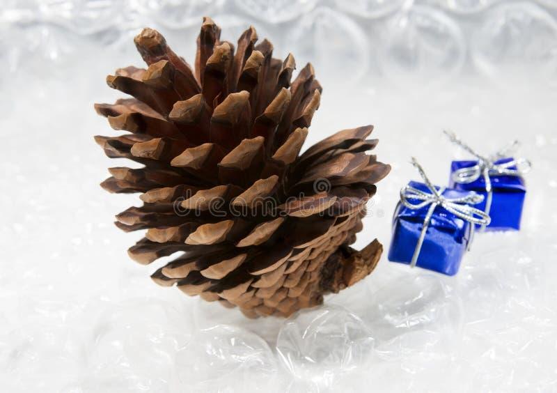 Kerstboom, giften, samenstelling voor het nieuwe jaar stock afbeelding