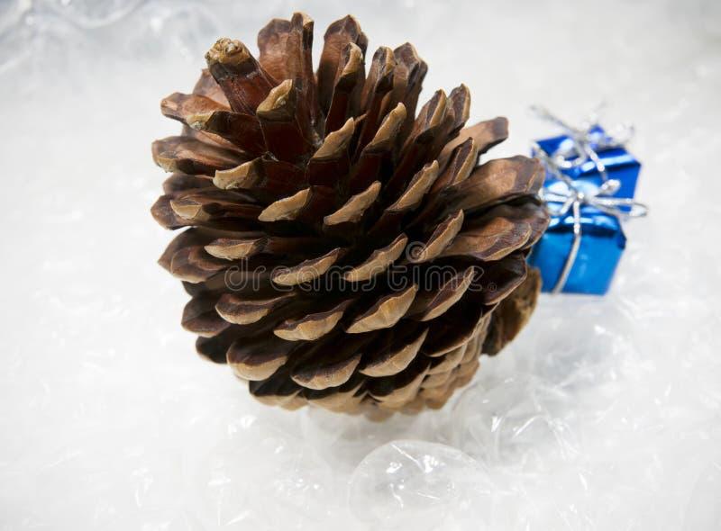 Kerstboom, giften, samenstelling voor het nieuwe jaar royalty-vrije stock foto