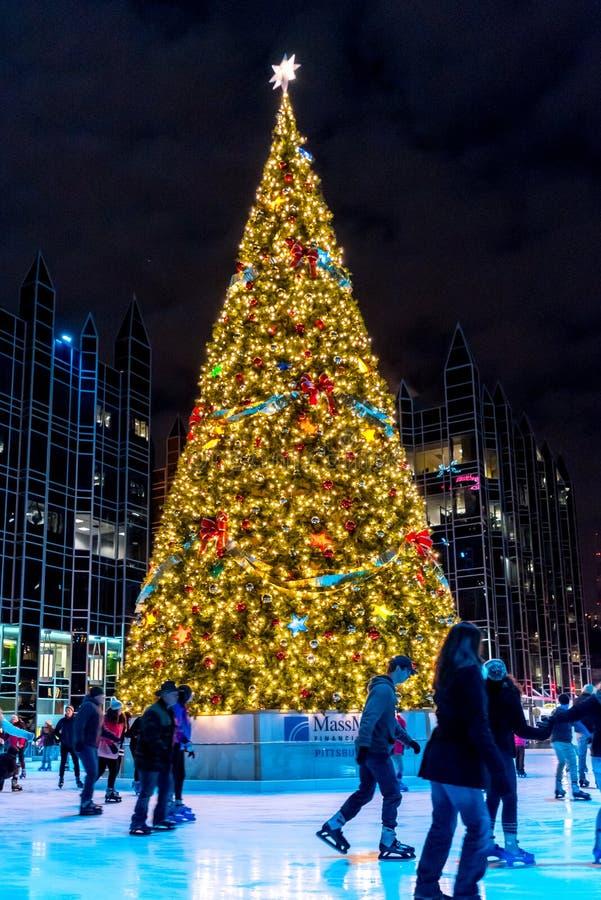 Kerstboom in het Plein van Pittsburgh stock foto