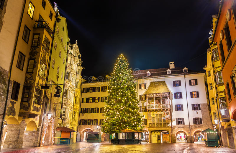 Kerstboom in het stadscentrum van Innsbruck royalty-vrije stock afbeeldingen