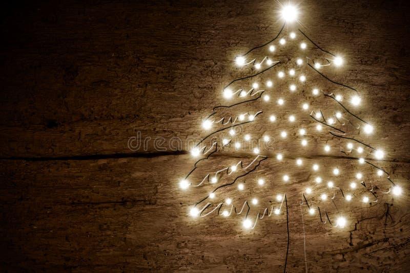 Kerstboom houten achtergrond stock foto