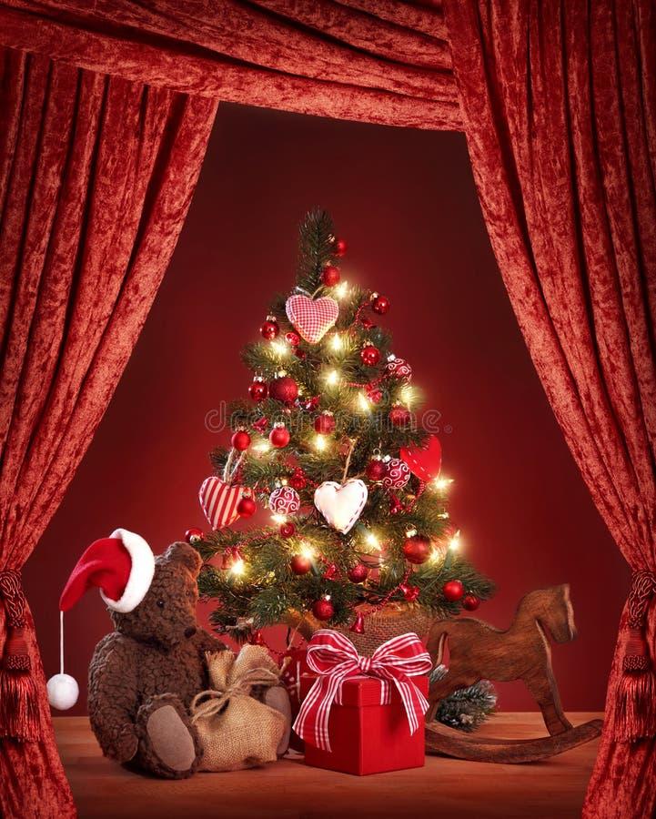 Kerstboom met teddybeer stock afbeeldingen