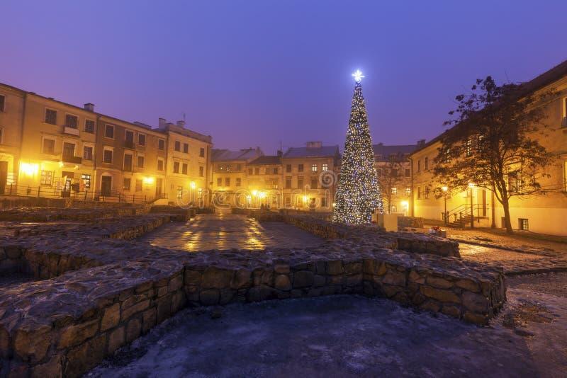 Kerstboom op Fara Square in Lublin royalty-vrije stock fotografie