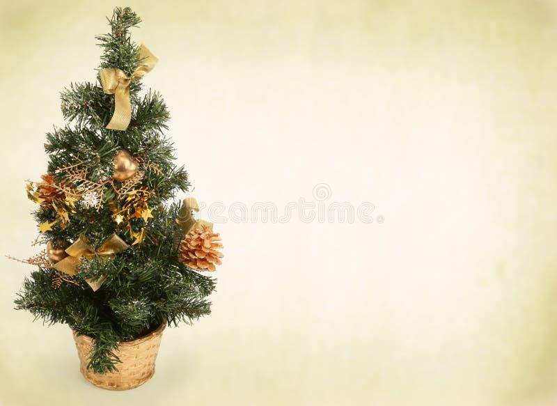 Kerstboom tegen abstracte achtergrond stock afbeeldingen