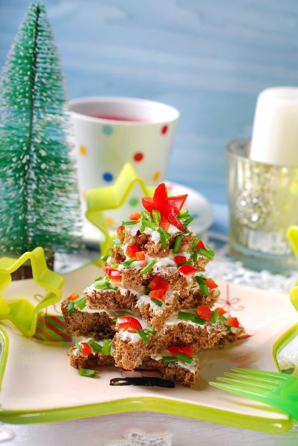 Kerstboom van brood met kaas en CH wordt gemaakt die royalty-vrije stock afbeeldingen