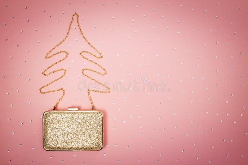 Kerstboom van een gouden beursketting die wordt gemaakt royalty-vrije stock afbeelding