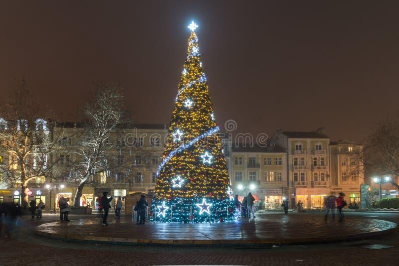 Kerstboom voor het Stadhuis in stad van Plovdiv, Bulgarije stock foto's