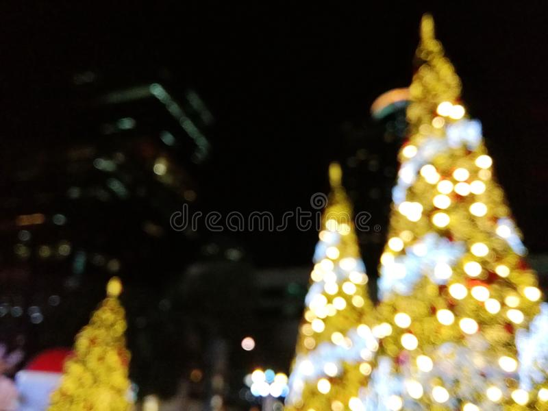 Kerstboomlicht in de stadsmening stock fotografie