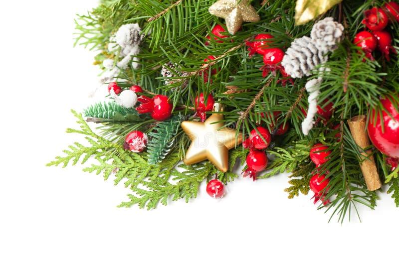 Kerstboomtakje met Glasballen en Rode Bessen royalty-vrije stock afbeelding