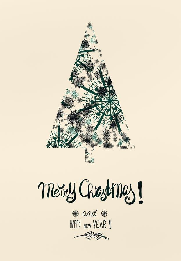 Kerstkaart met sneeuwvlokkenkerstboom in donkergroene kleur met tekst die van letters voorzien: Vrolijke Kerstmis stock foto's