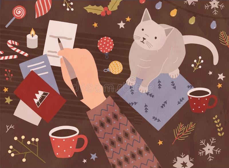 Kerstkaartmalplaatje met de pen van de handholding en het schrijven op vakantieprentbriefkaaren, leuke kat, kop van koffie, feest royalty-vrije illustratie