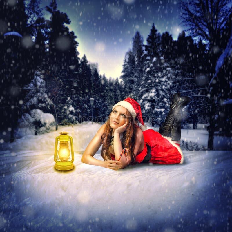 Kerstkaartontwerp - mooie vrouw stock fotografie