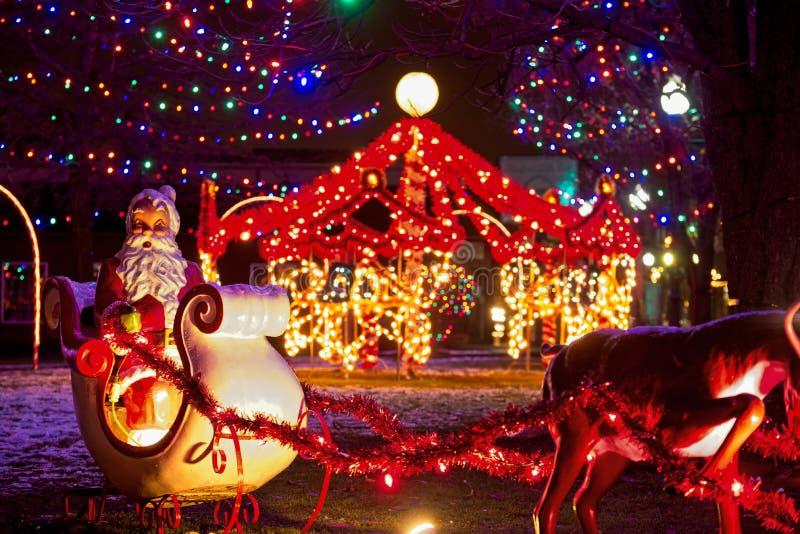 Kerstman in ar en carrousel stock foto's