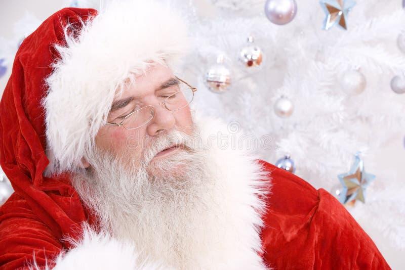 Kerstman die een dutje nemen stock afbeeldingen