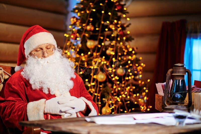 Kerstman het dutten royalty-vrije stock foto
