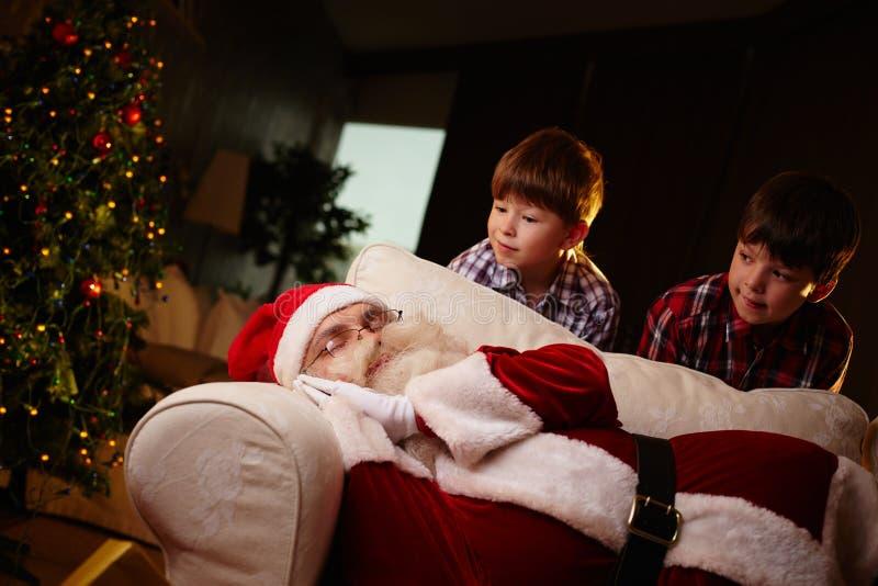 Kerstman het slapen royalty-vrije stock afbeeldingen