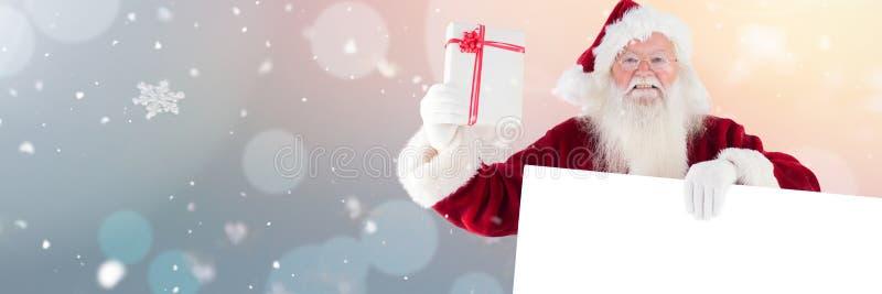 Kerstman met witte kaart en gift royalty-vrije illustratie