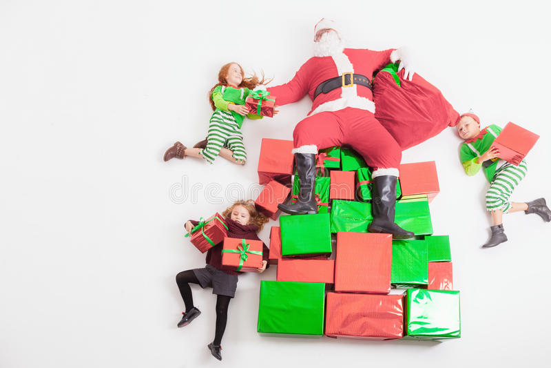 Kerstman` s helpers die bij Arctica werken Hij de lijst van Lezingswensen royalty-vrije stock foto's