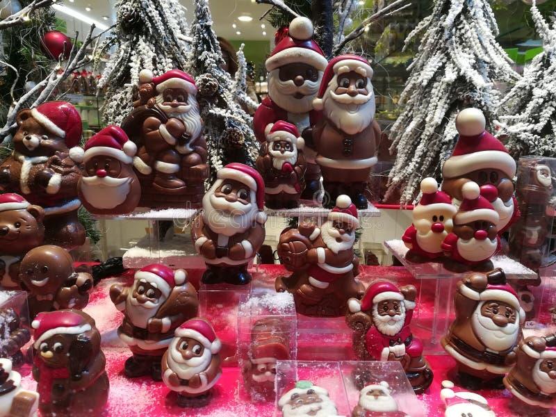 Kerstmanfamilie stock foto's