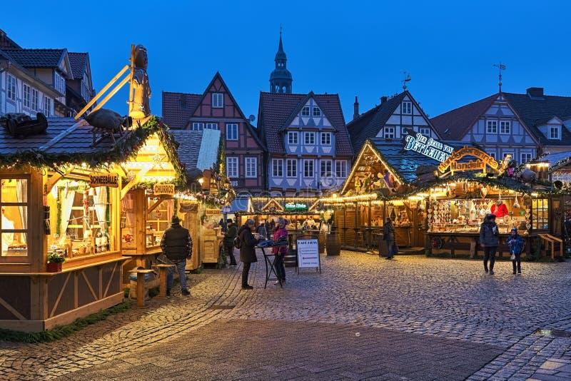 Kerstmarkt op het Grosser Plan-plein in Old Town of Celle, Nedersaksen, Duitsland stock foto's
