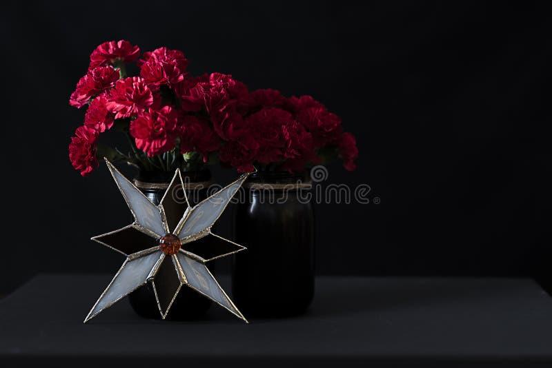 Kerstmis Arrangent van het Gebrandschilderde glas van de Bloemenadvertentie royalty-vrije stock afbeelding