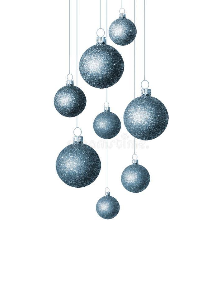 Kerstmis blauwe ballen die op witte achtergrond worden ge?soleerd De decoratie van de vakantie royalty-vrije stock afbeeldingen