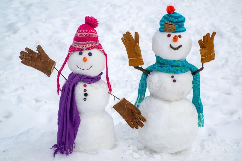 Kerstmis collectieve partij Groep die sneeuwman nieuw jaar vieren Hartstochts het dateren en liefde Portretsneeuwman in liefde stock foto