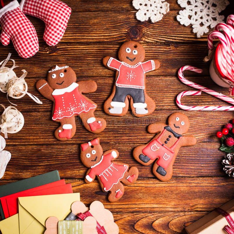 Kerstmis gingermen familie stock fotografie