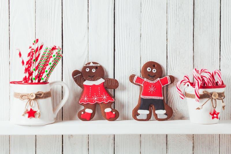 Kerstmis gingermen familie stock afbeeldingen