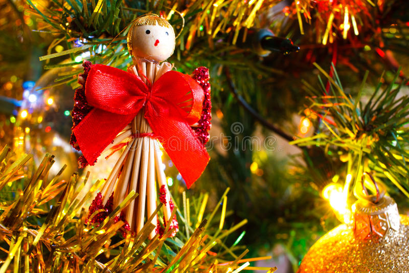 Kerstmis gouden lichten en Kerstmisballen en decoratiedetai stock foto's