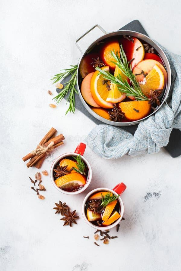Kerstmis hete drank, overwogen wijningrediënten stock afbeeldingen