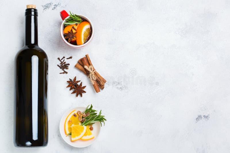 Kerstmis hete drank, overwogen wijningrediënten stock fotografie