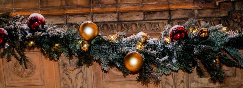 Kerstmis kleurrijke decoratie op de muur royalty-vrije stock afbeeldingen