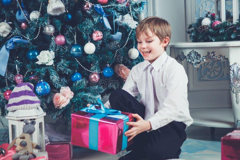Kerstmis leuke jongen stock foto
