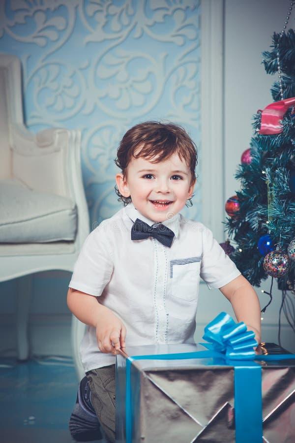 Kerstmis leuke jongen stock fotografie