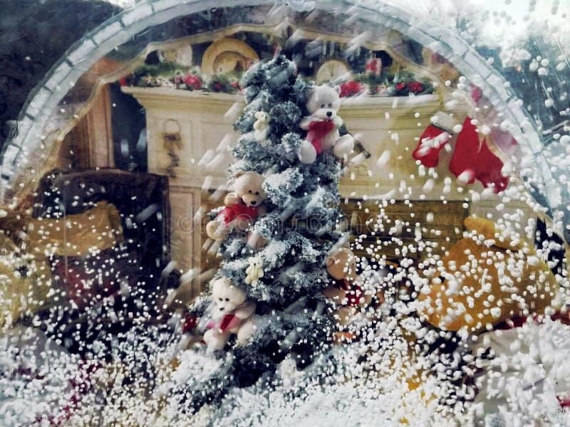 Kerstmis magische bal met sneeuw stock foto's
