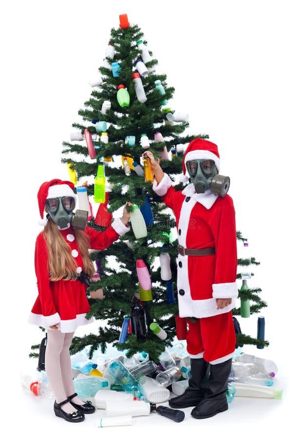Kerstmis met plastiek - milieuconcept stock fotografie