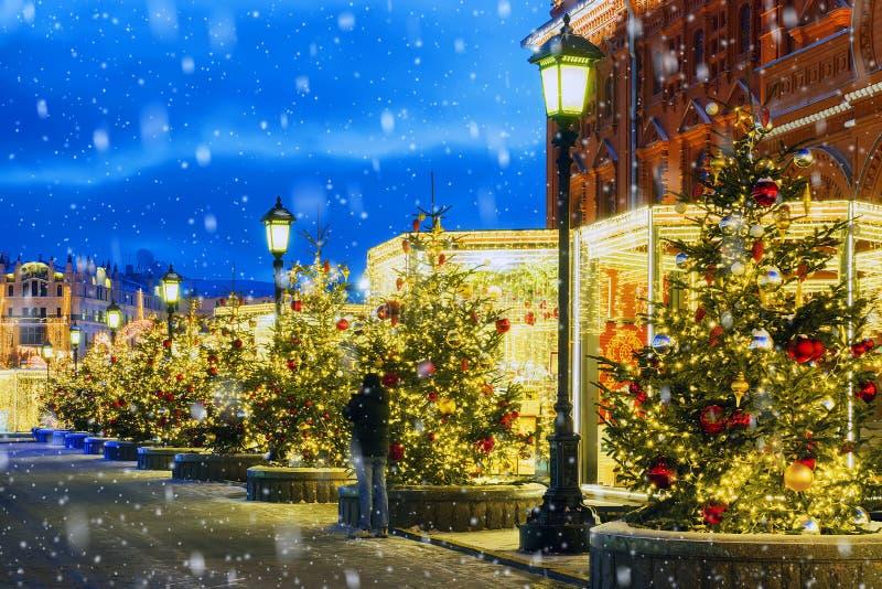 Kerstmis in Moskou De Festively verfraaide straten van Moskou royalty-vrije stock foto