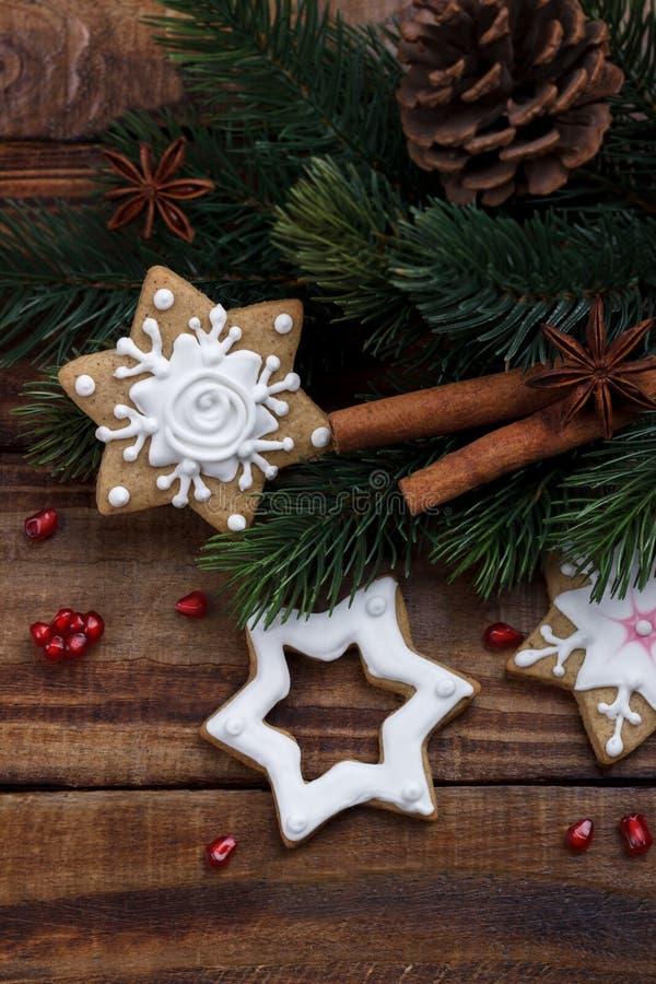 Kerstmis naar huis gemaakte koekjes stock foto
