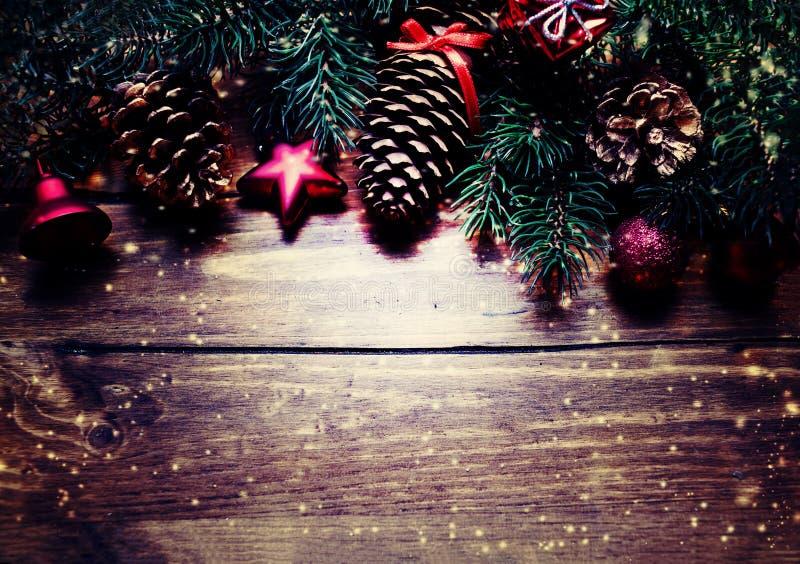 Kerstmis of Nieuwjaardecoratieachtergrond met sparrenzemelen stock fotografie