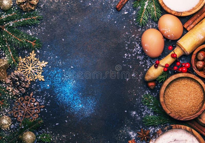 Kerstmis of Nieuwjaarsamenstelling met ingrediënten voor baksel of royalty-vrije stock afbeeldingen