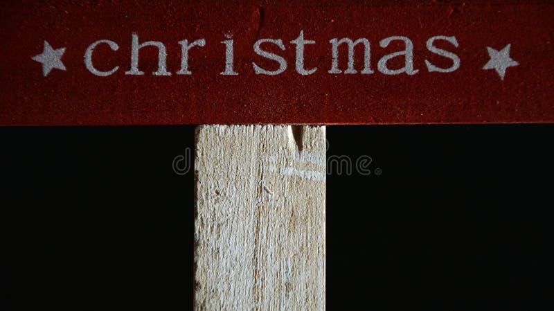 Kerstmis op een houten raad wordt geschreven die royalty-vrije stock foto's