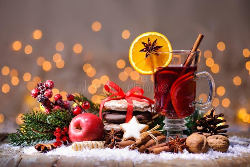 Kerstmis overwogen wijn royalty-vrije stock afbeeldingen