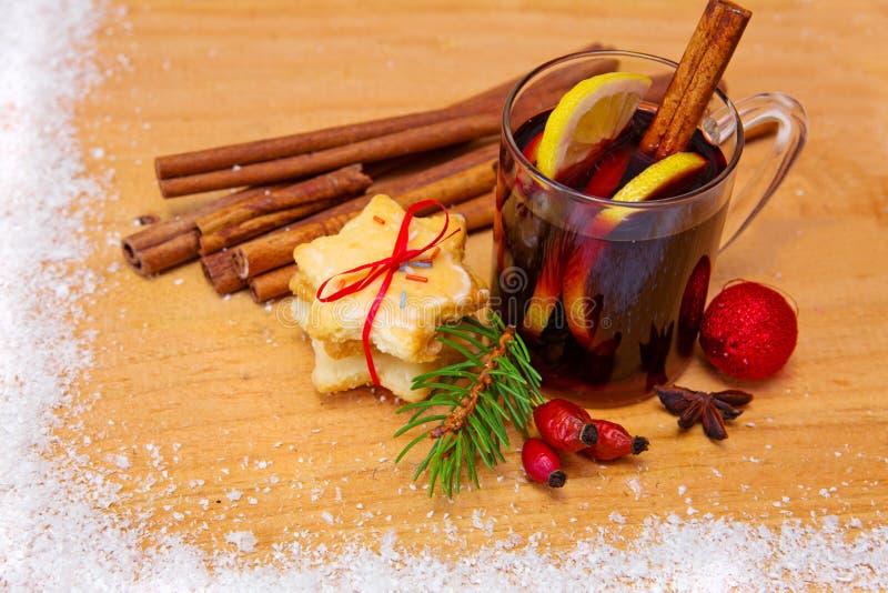 Kerstmis overwogen wijn en koekjes royalty-vrije stock fotografie