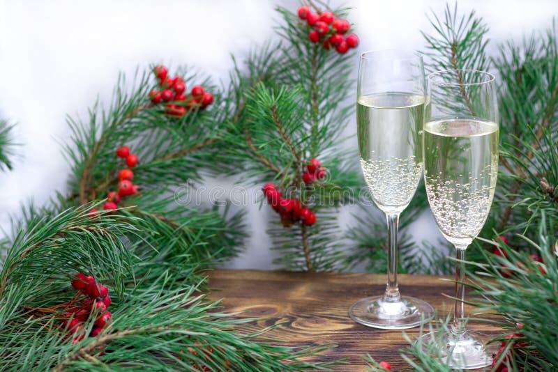 Kerstmis seizoengebonden reeks met open vlakte, pijnboomtakken, rode berrie royalty-vrije stock afbeelding