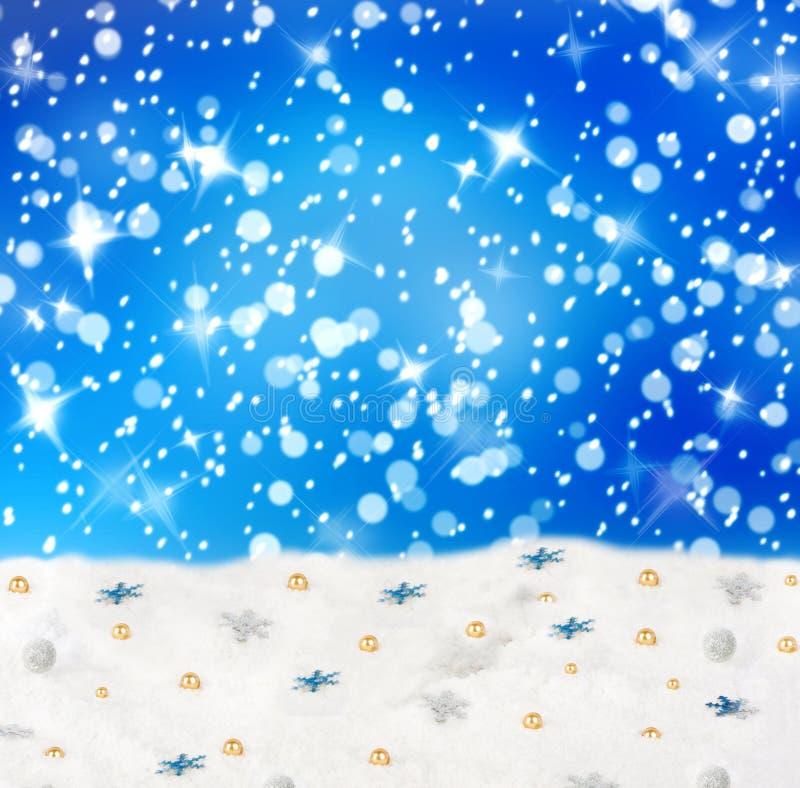 Kerstmis sneeuwachtergrond met blauwe sterren royalty-vrije illustratie
