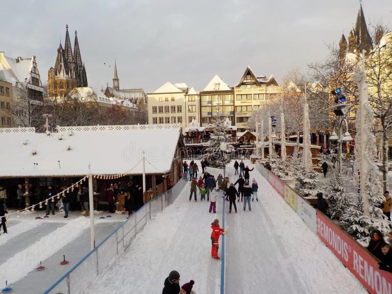 Kerstmis in sneeuwkeulen, Duitsland Kerstmismarkten royalty-vrije stock afbeeldingen