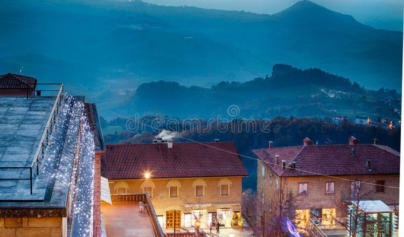Kerstmis steekt Daken van San Marino aan royalty-vrije stock afbeeldingen