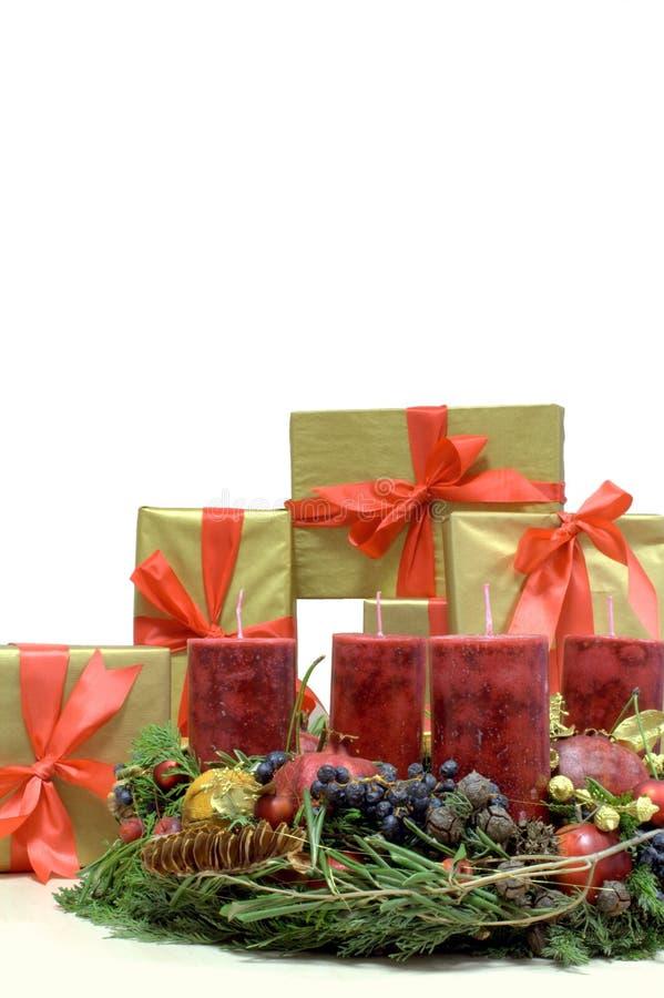 Kerstmis stelt en Komst Kranz voor (Ertsader) stock fotografie