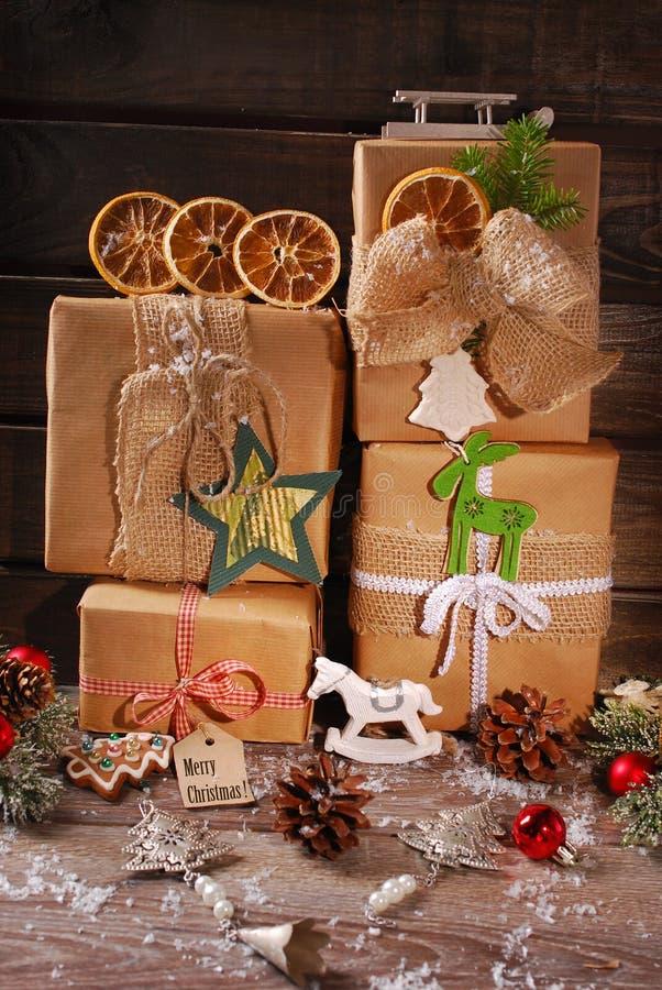 Kerstmis stelt verpakt in ecodocument voor stock foto